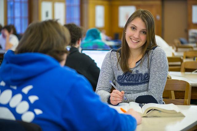 umaine student smiling in fogler library
