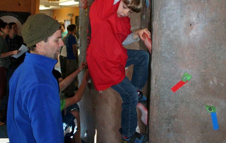 family-kid-climb