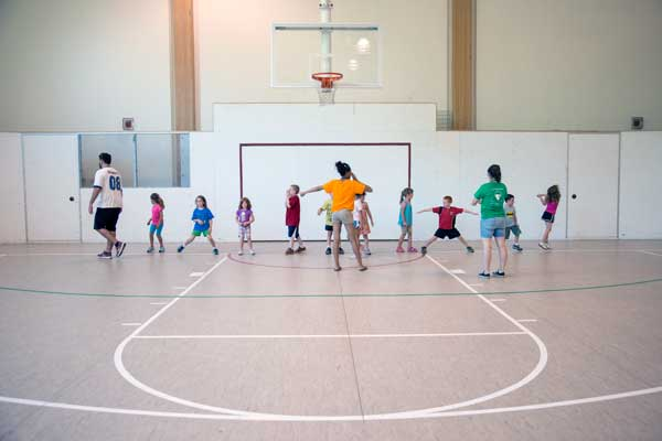 kids on MAC court