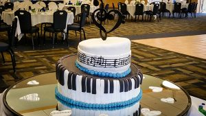 Cake in shape of piano