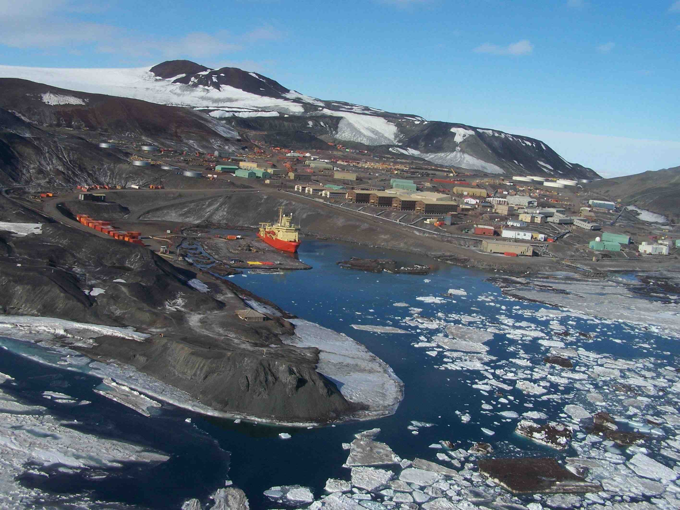 how to get to mcmurdo station