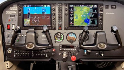 Cessna 172SP cockpit