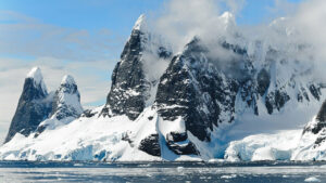 picture of mountains in the arctic