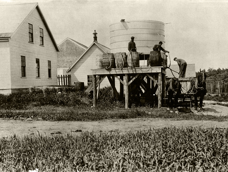 Preparing spray rig 1918