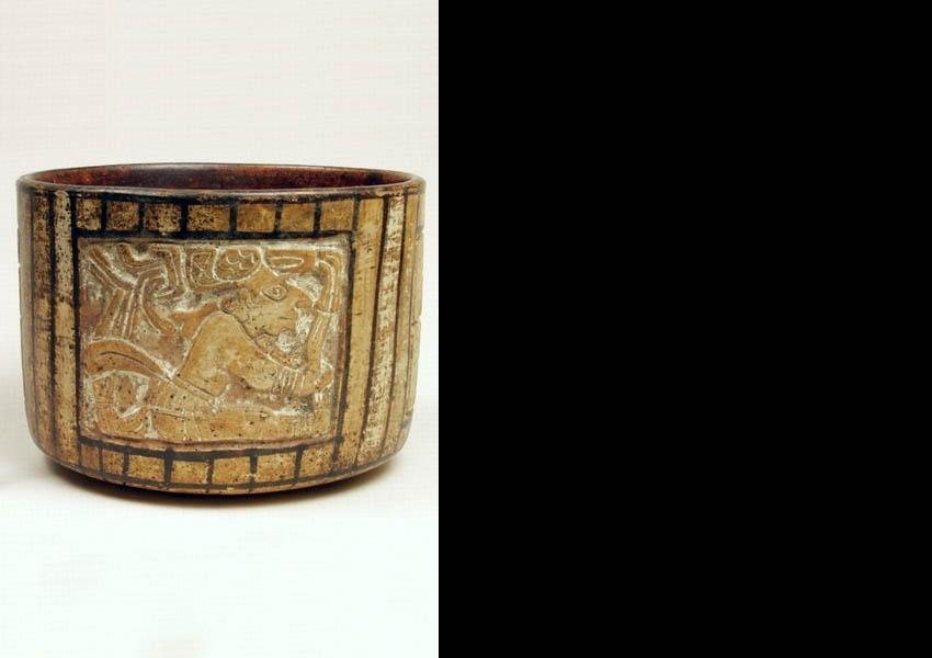 Painted incised cylindrical vase, Late Classic San Augustín Acasaguastlán