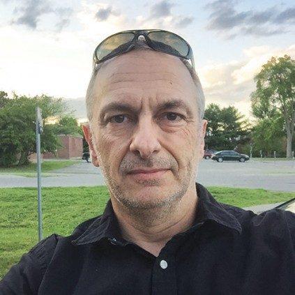 Portrait of Tim Bowden.