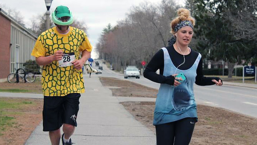 Particpants run on campus during the 2015 Spawning run