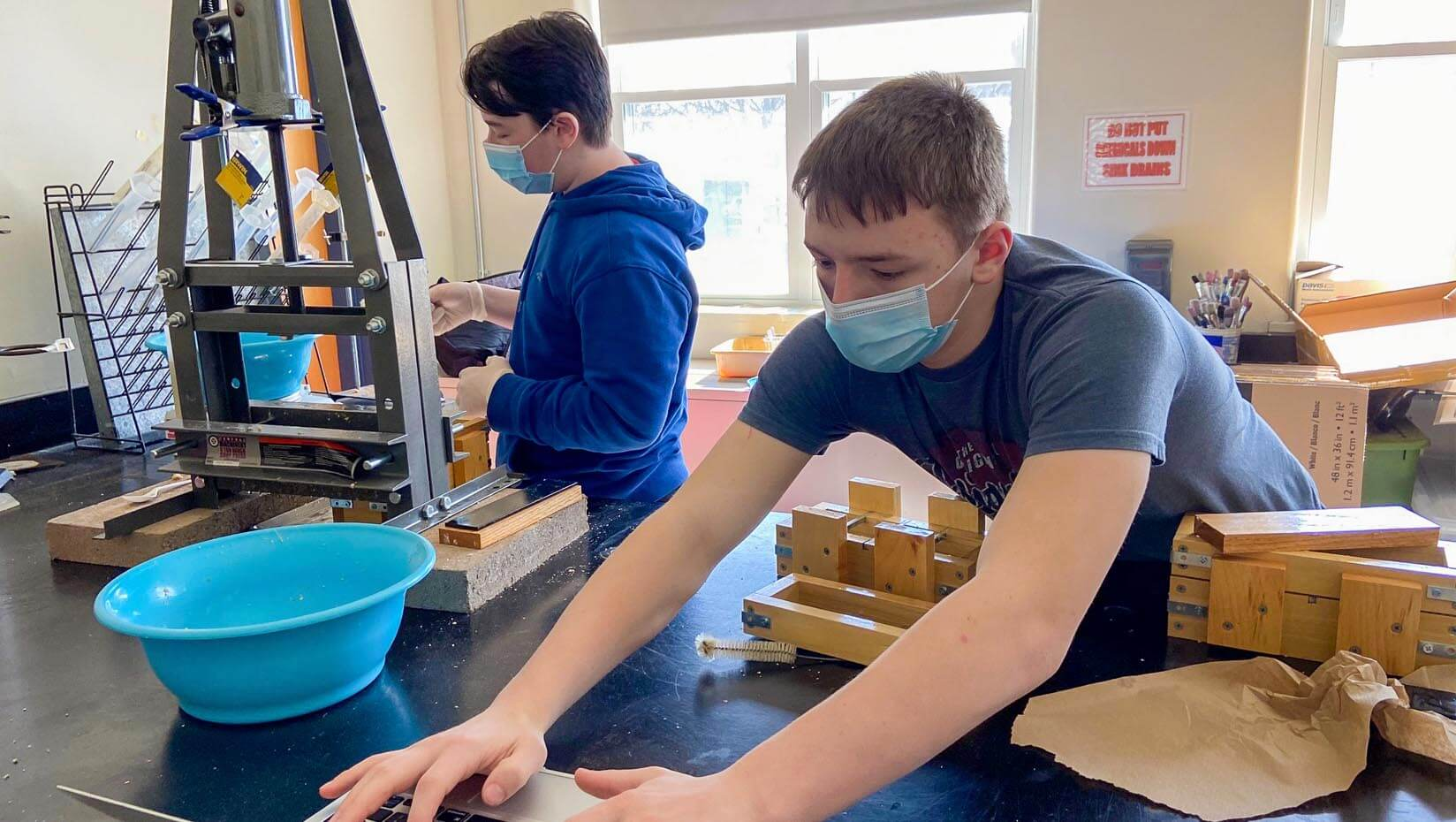 featured image for Ongoing research collaboration brings forest bioproducts to Bangor middle schoolers