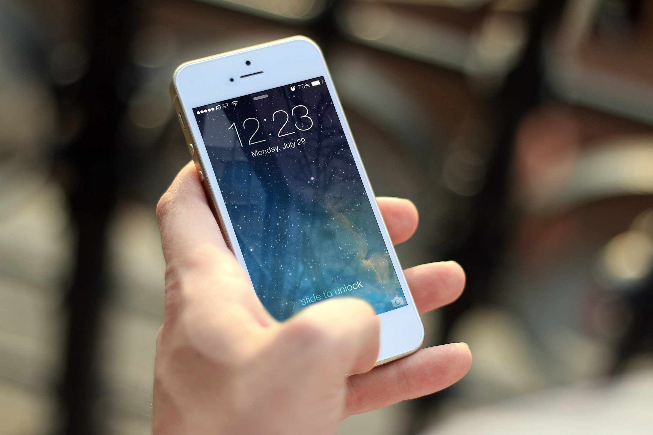 image of hand holding phone