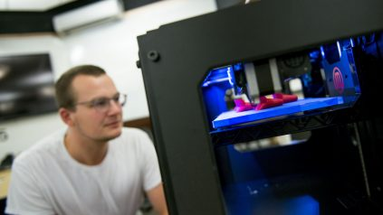 Participant at RISE Center 3d Printing workshop